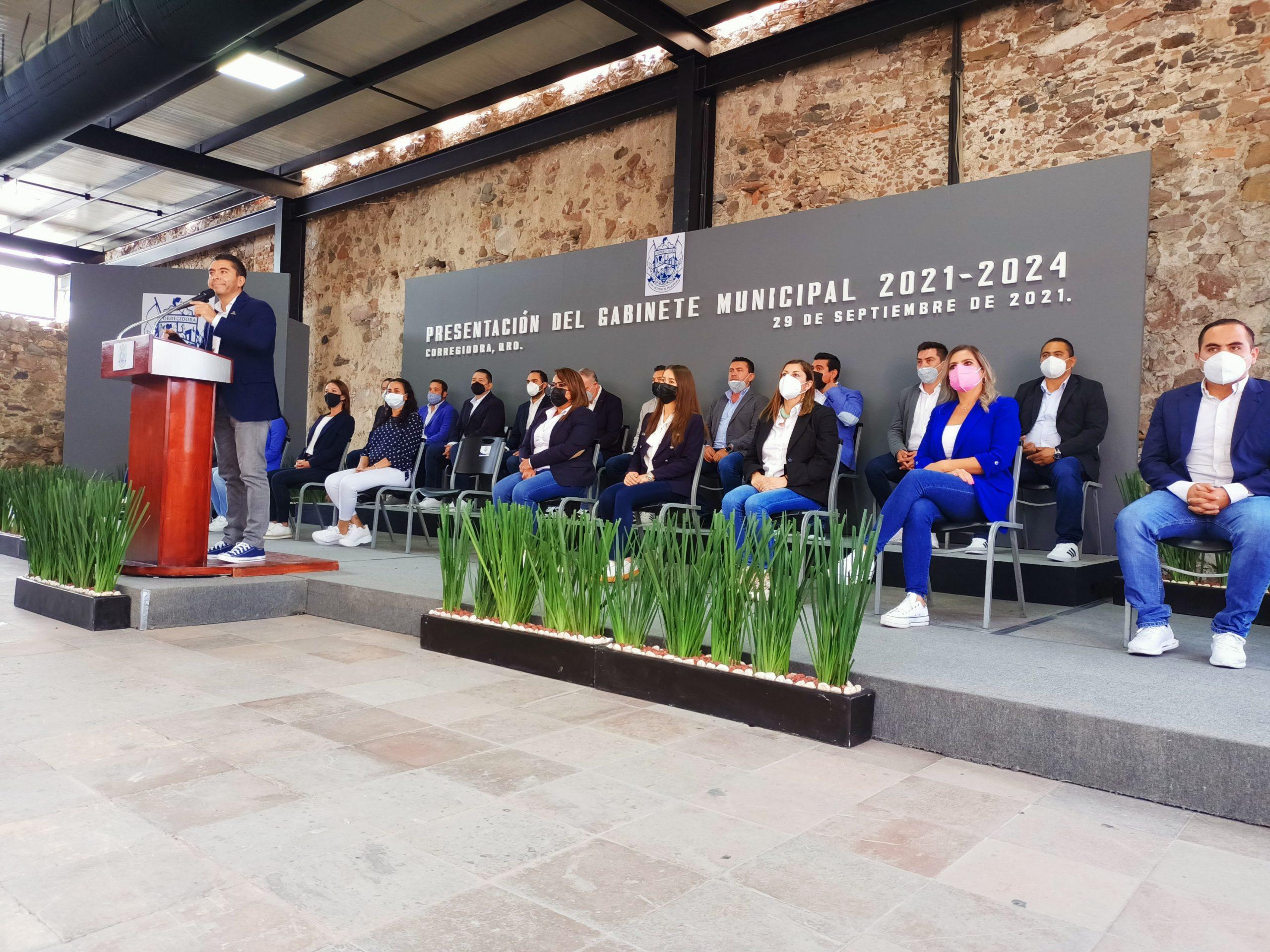 Presenta el alcalde de Corregidora Roberto Sosa a su Gabinete